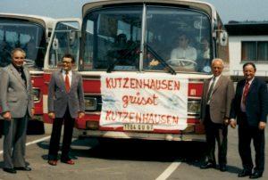 Eine Delegation holt die Gäste aus dem Elsaß inZusmarshausen bei derAutobahnausfahrt ab. Von links: 2. Bürgermeister Johann Fischer, 1. Bürgermeister Robert Maly, Altbürgermeister Johann Kranzfelder, Maire Georges Wagner