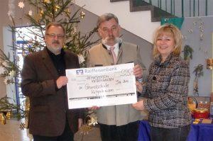 Spendenübergabe aus dem Nikolaus-Service an die Schule 2010