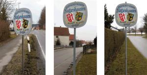 Die aufgestellten Partnerschaftstafeln in Kutzenhausen/Bayern