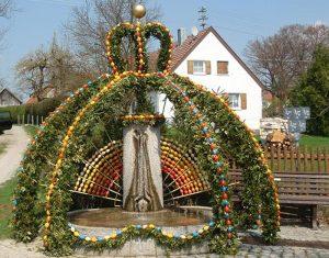 ...ein herrlich gestalteter Osterbrunnen wird